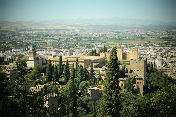 La Alhambra en Granada, una de las 12 maravillas arquitectónicas del mundo.