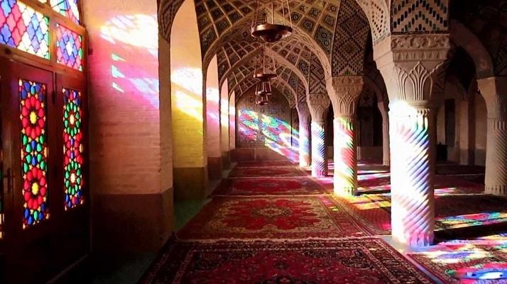 Mezquita Nasr ol Molk, una de las maravillas arquitectónicas del mundo