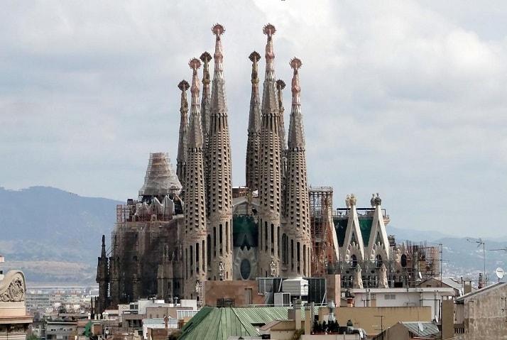 La Sagrada Familia en Barcelona, una de las 12 maravillas arquitectónicas