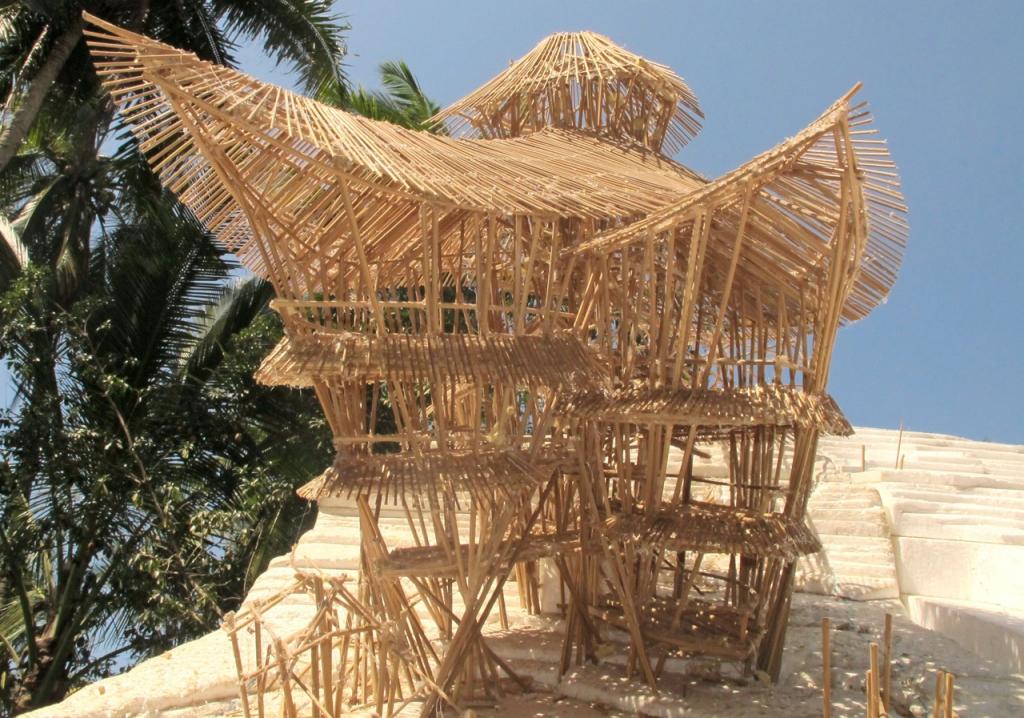 casa de bambú a escala